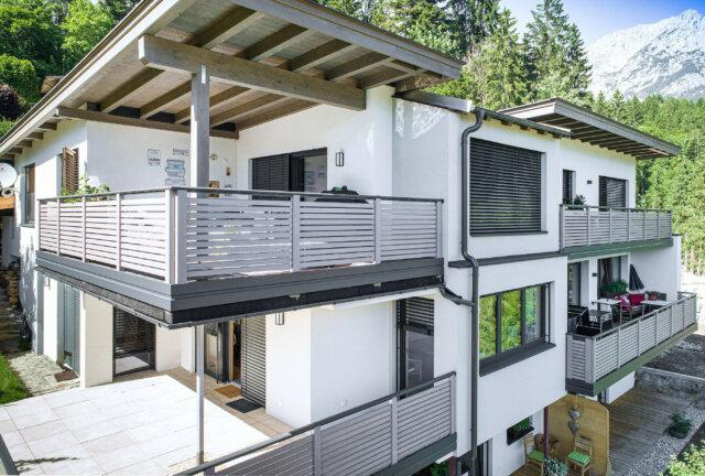 Parapetto moderno del balcone con traverse e corrimano in acciaio inox - Balcone in alluminio Alu Design Granada