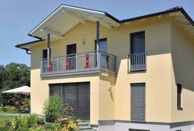 Ringhiera del balcone con riempimento e decorazione creativa ariosa - Balcone in alluminio Alu Design Lombardei