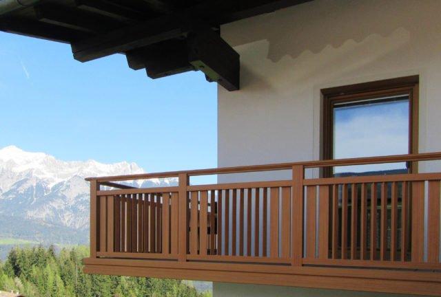 Ringhiera del balcone in alluminio con sofisticata variazione dei pioli - Balcone in alluminio Alu Design Sölden